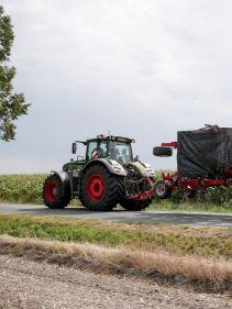 Kverneland Turbo i-Tiller compact while transported