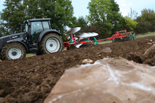 Kverneland 2300 S compact above ground, dragged by tractor