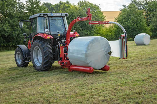Round Bale Wrappers - Kverneland 7820, gently self-loading system and can wrap on the move so it operates effectively