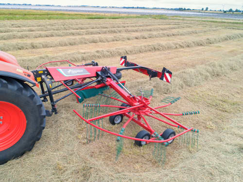 Double rotor rakes - Kverneland 9464M, maintenance friendly CompactLine Gearbox and a robust design for compact transportation and storage