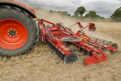 Kverneland QualidiscFarmer operating up to 10cm deep, user friendly setting and good levelling and controlled soil flow