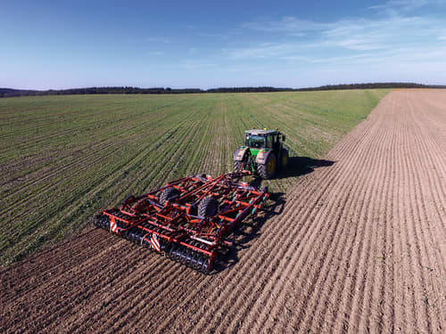 Stubble Cultivators - Turbo T i-Tiller providing high quality and solid output on the field during operation