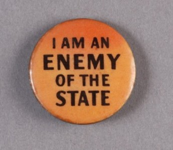 This badge was worn to assert an individual's right to freedom of expression in a democratic society. Museum of Australian Democracy Collection. Donated by William McInnes