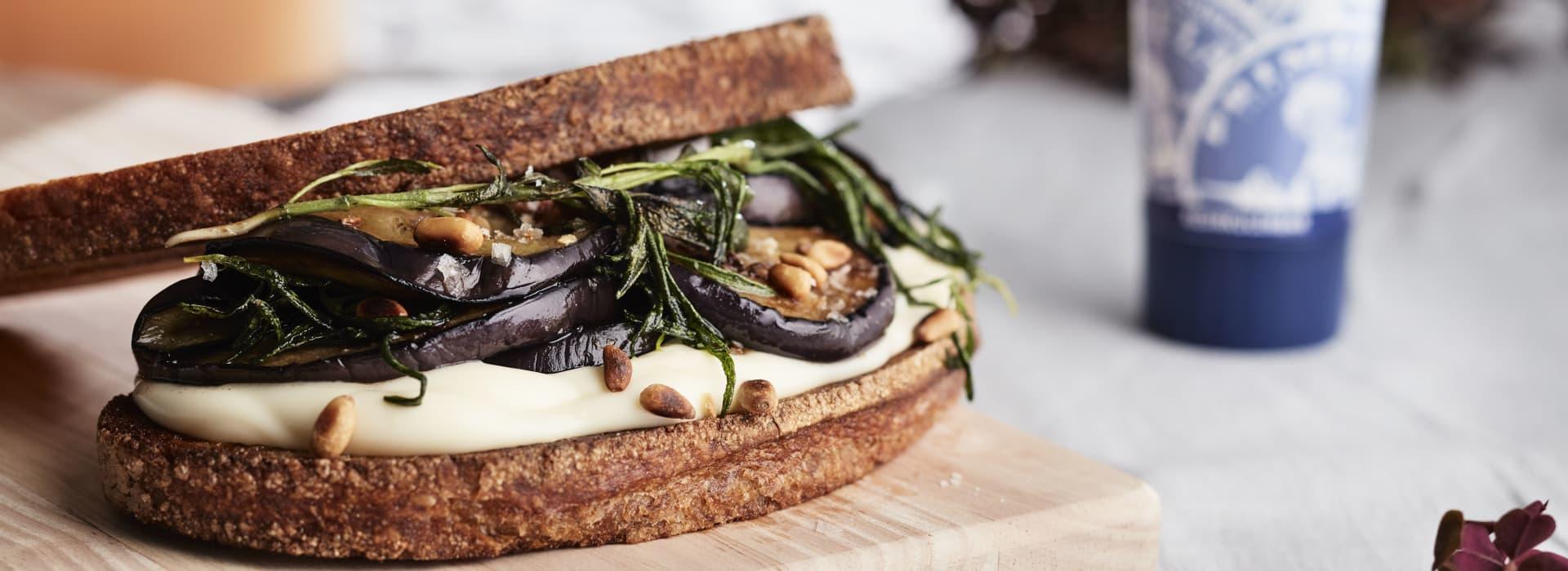Stekt surdeigsbrød med grillet aubergine