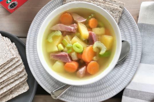 Korni flatbrød fra Kavli er en god følgesvenn til betasuppe - en perfekt rett på kjølige høst- og vinterkvelder!