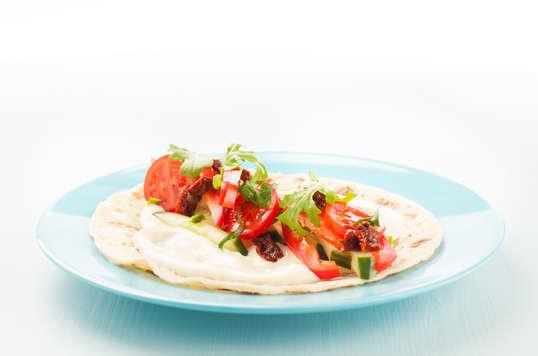 Lompewrap med Kavli MagerOst Skinke er verdens letteste mellommåltid. Kalorifattig måltid laget i samarbeid med Roede