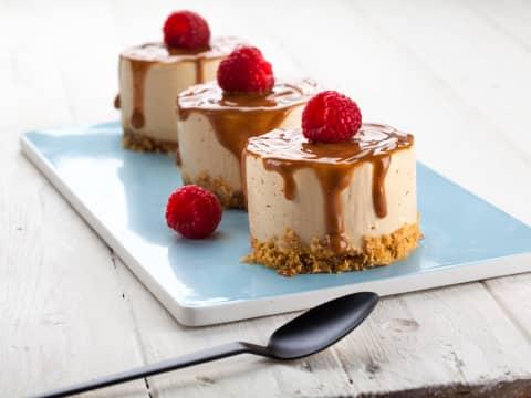Ostekake med hint av HaPå er en drøm av en dessert. Husk bær til topping.