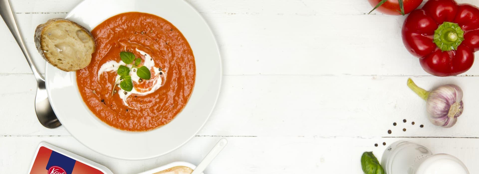 Fyldig tomat- og paprikasuppe med Kavli ParikaOst