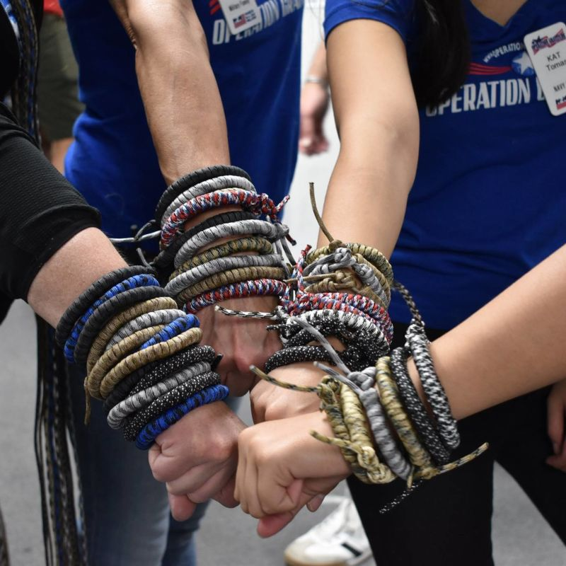 Create Survival Bracelets for Military Care Packages