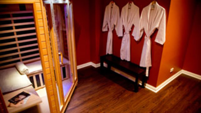 Aromatherapy massage sauna and lunch 3 5 hours for 2 for Adam and eve family salon chennai