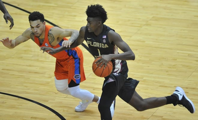 Freshman forward Jonathan Isaac scored 19 points and 12 rebounds in Florida State's 82-72 loss at Syracuse on Saturday.
