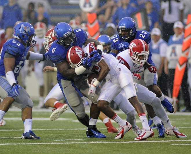 Memphis linebacker Genard Avery (6) recorded 53 tackles as a sophomore in 2015 despite missing the Tigers' final two games due to a wrist injury.