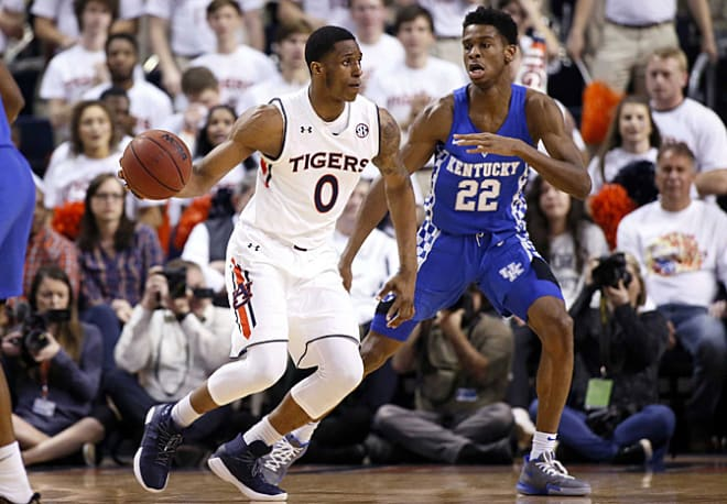 Kentucky drops fourth straight game in loss to Auburn