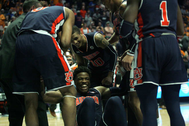 NCAA Tournament roundup: Okeke injured as Auburn upsets UNC