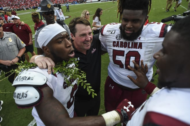 GamecockCentral - Gamecocks celebrate win by picking hedges