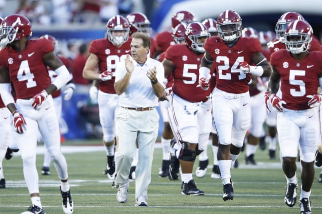Jalen Hurts gets into Alabama blowout in first quarter
