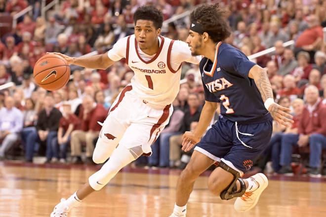 Isaiah Joe will return to Arkansas for his junior season.