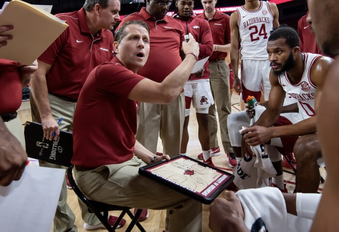 Arkansas head basketball coach Eric Musselman drawing up a play.