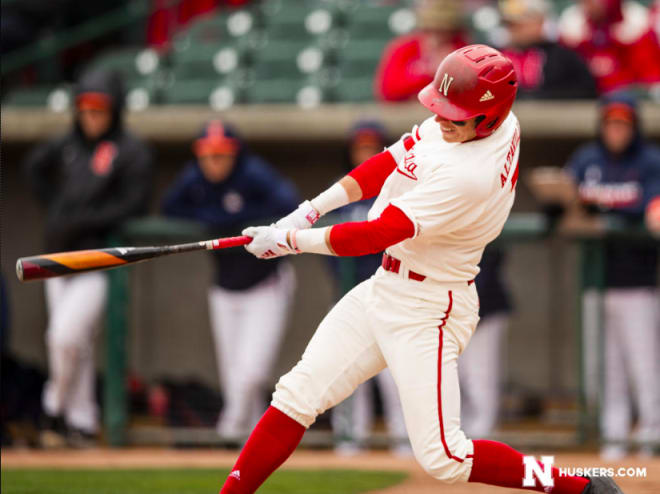 HuskerOnline.com - Huskers cruise past Gophers in opening round win