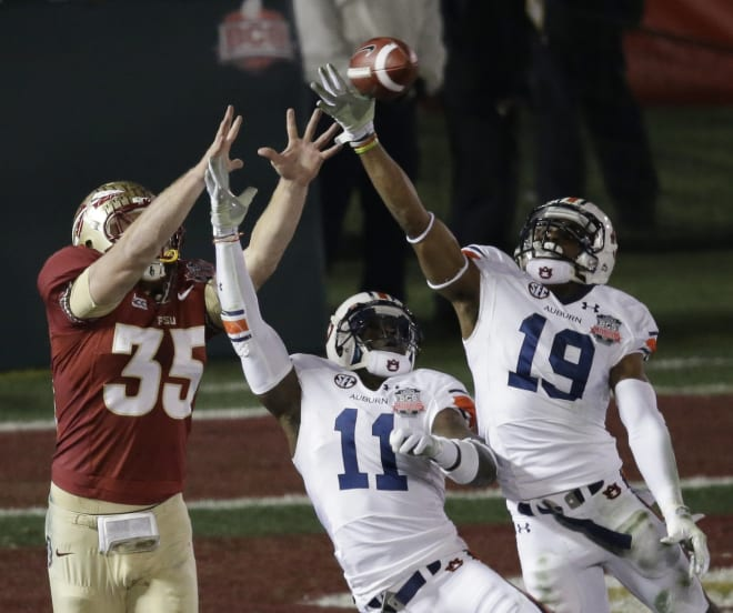 White (19) and Chris Davis break up a pass in the 2013 BCS National Championship Game.