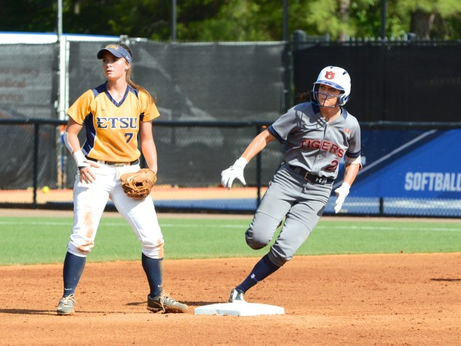 Rivera's walk-off single lifts Auburn past Cal