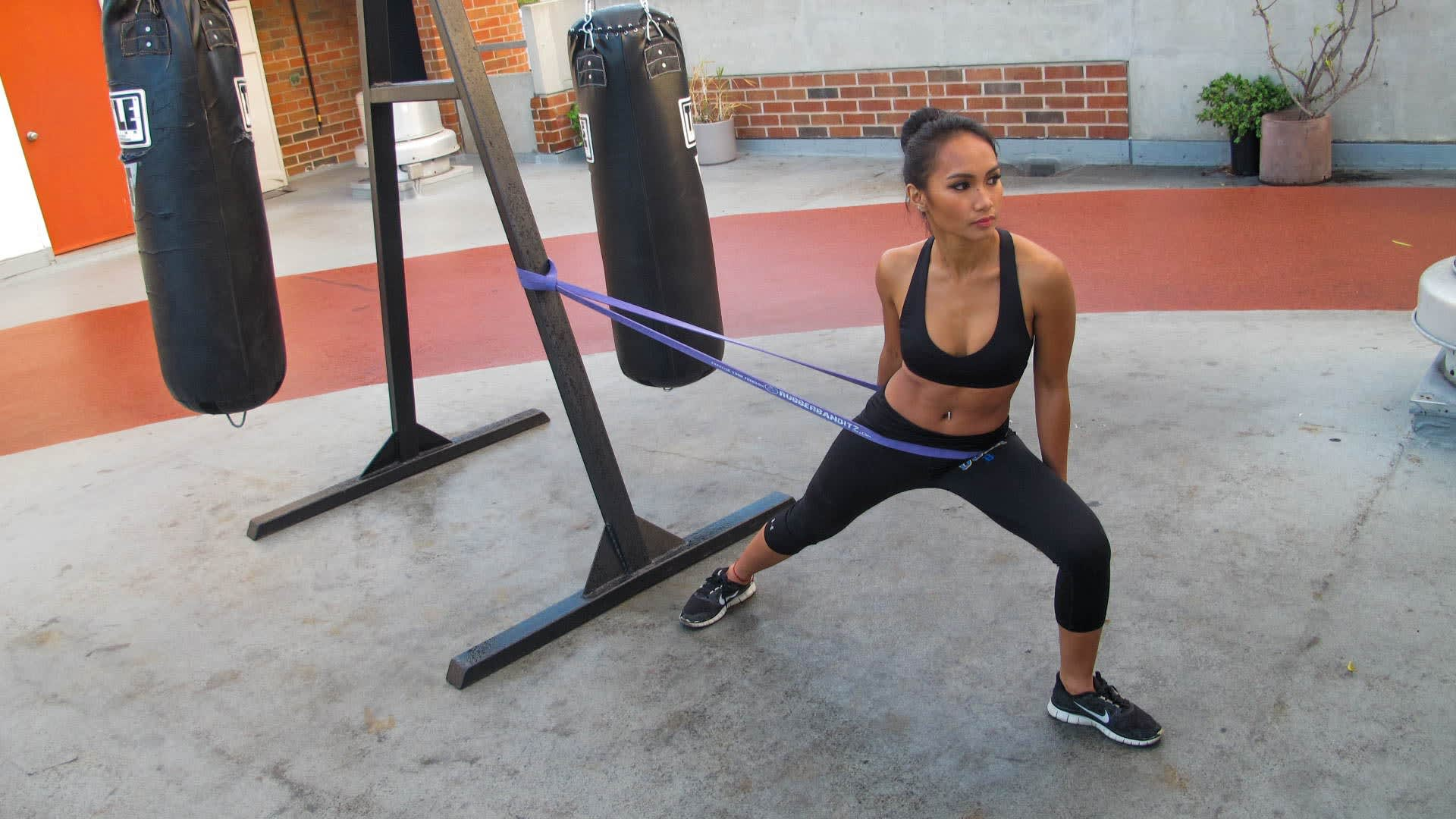 7 exercises for stronger legs with resistance bands