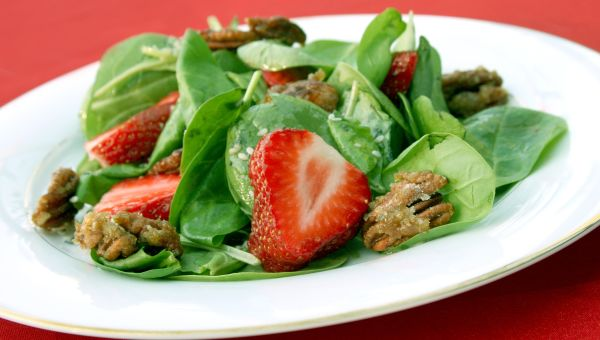 Spinach and Strawberry Salad with Pecans
