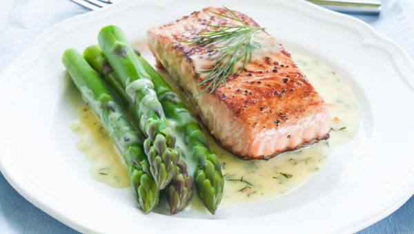Mediterranean style dinners under 600 calories slideshow sharecare simple salmon dinner forumfinder Image collections