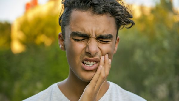 How to Deal with 4 Common Dental Emergencies