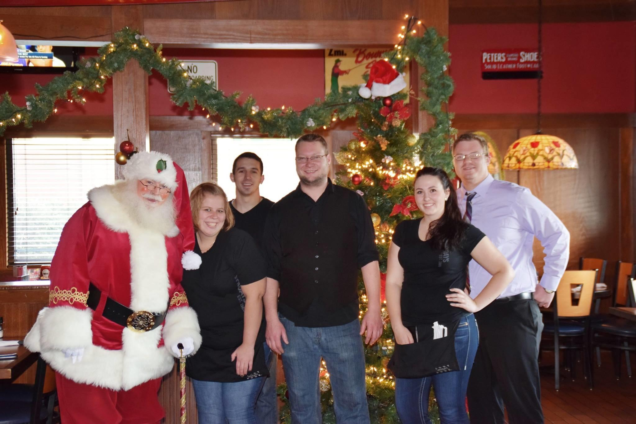 Making Memories With Santa - Photo by: Oakwood Mall
