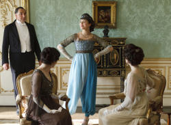 Costume of Downton abbey Sybil