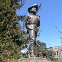 UO Pioneer Statue