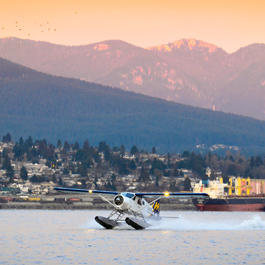 Float Plane Lands in Coal Harbour