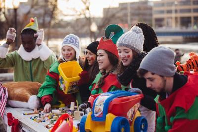 Stroll Elf Volunteers