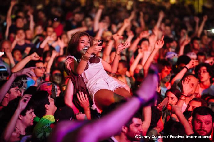 Festival International de Louisiane - Crowd Surfer