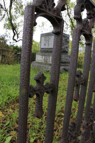 fence-grave-cemetery