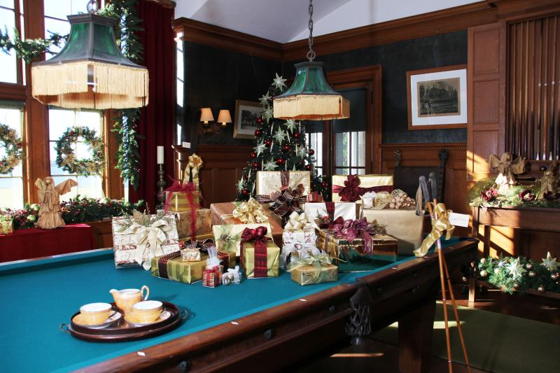 blithewold-billiard-room-christmas_credit-allan-millora