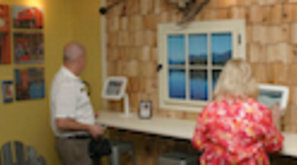 907Welcome_Center_Guests_on_Tablets_125x82.jpg
