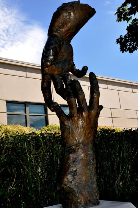 Caring-Hands-Statue