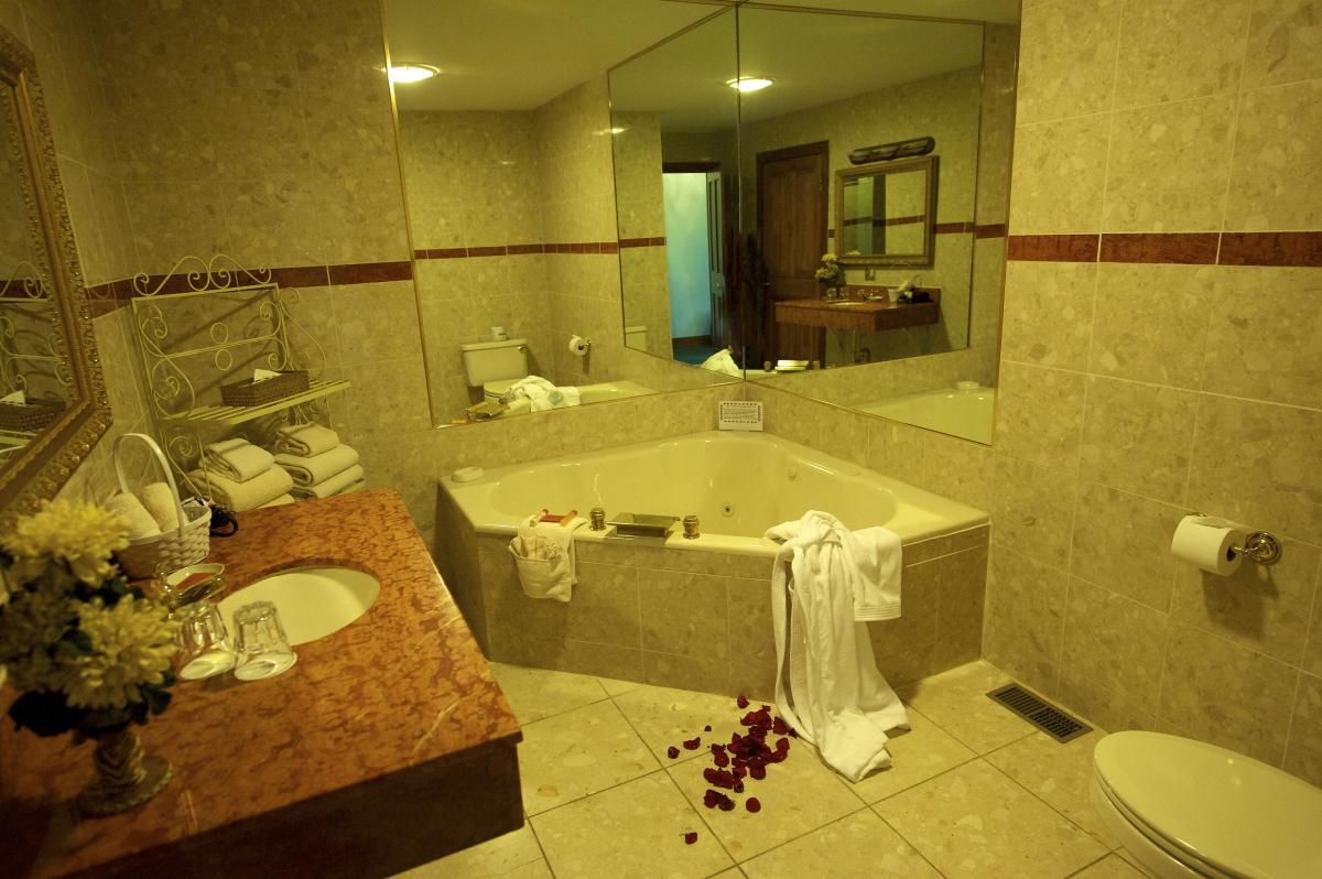 Plan a Romantic Getaway at the Stroudsmoor Country Inn