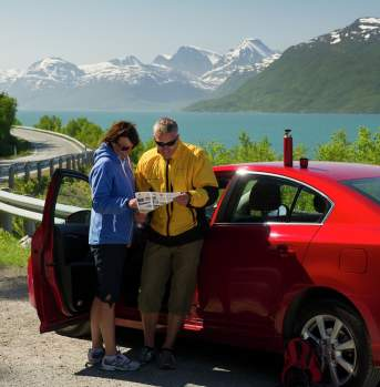 Couple on a car trip in Troms