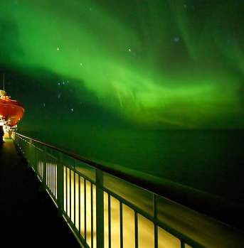 Northern lights for Hurtigruten deck
