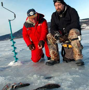 Ice fishing in Gjøvik