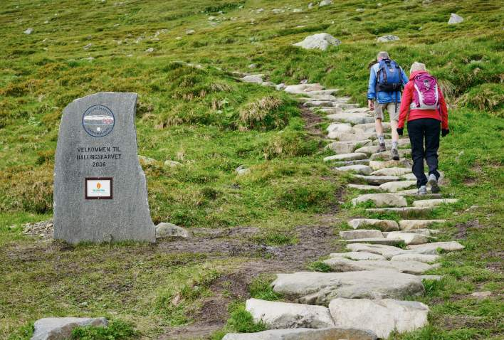 Two people hiking the pathway into Hallingskarvet National Park