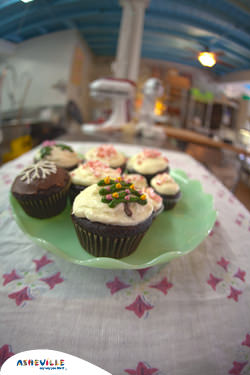 Chocolate Peppermint Cupcakes | ExploreAsheville.com