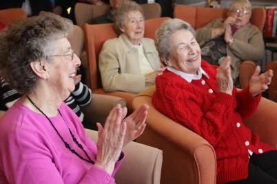 Old people singing z8roe7
