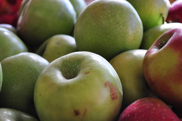 Climate change means both hotter days and fewer cold ones, two weather conditions that will affect certain varieties of apple grown in Australia. Picture: Peter Miller/Flickr