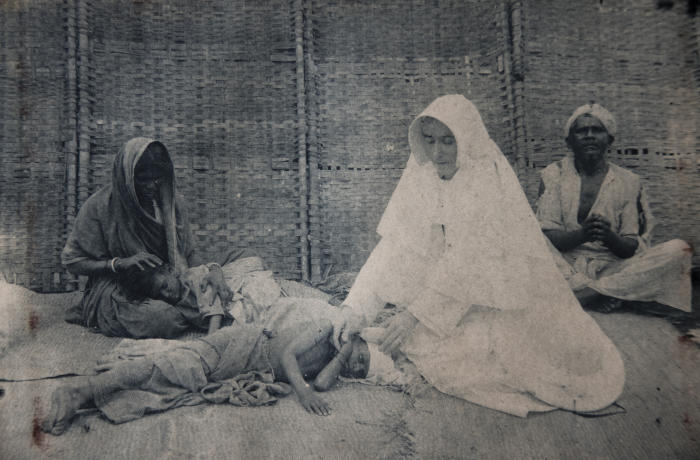 Sr Dr Mary Glowrey treating a patient with leprosy, Guntur, India, circa 1926. © Catholic Women's League of Victoria and Wagga Wagga. Used with permission.
