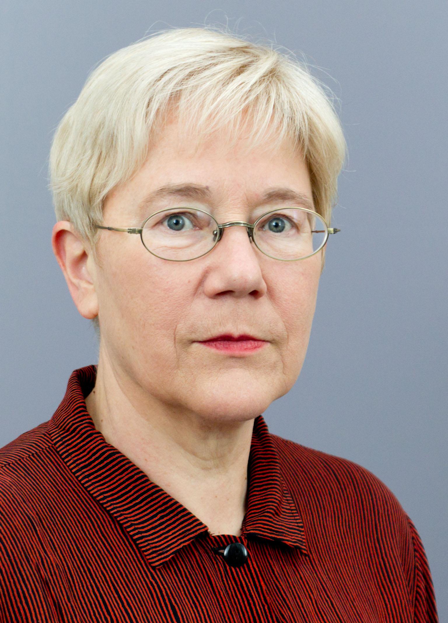 Dr Gudrun Wacker