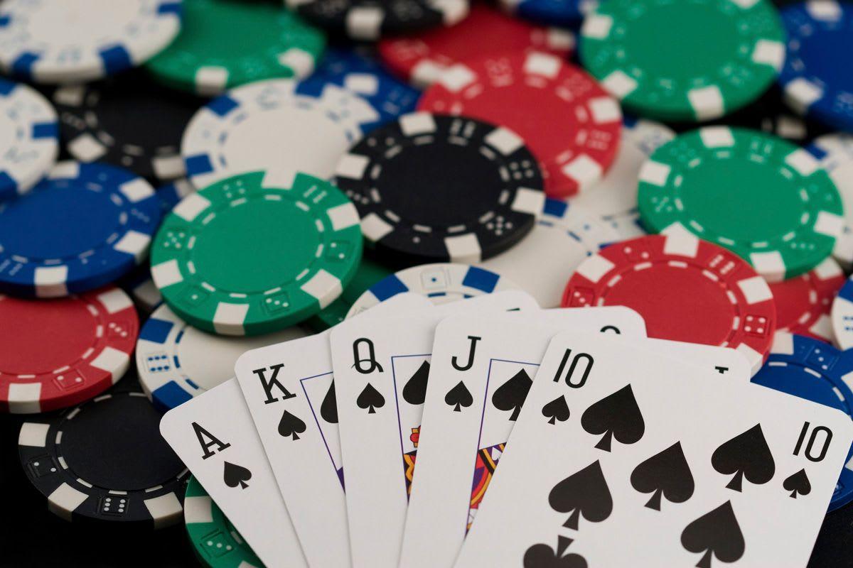 Trải nghiệm sòng casino đỉnh cao với Poker online